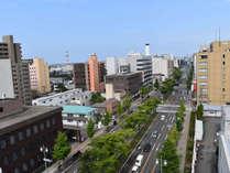 ◆東北夏の一大イベント「竿燈祭り」の会場となる、目の前の竿燈大通り。