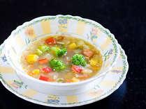 女将の一品特別朝食メニュー ・カモリやナスなど、野菜10種類+コラーゲン入りのスープ