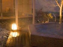 ■花廻湯「庭園露天風呂さくら湯」。※花廻湯は時間による男女入替制