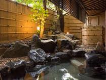 ■女性露天風呂■こじんまりとした露天風呂で静寂な癒しの時間をお楽しみください。