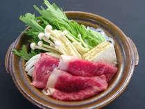 メインは、甘辛だれと牛肉の絶品コラボ牛すき焼き鍋!