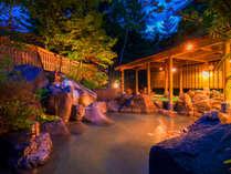 【露天風呂】朝と夜で変わる風景に心も身体も癒されます。