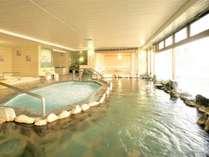 温泉大浴場[右]と超音波バイブラ風呂[左]。正面奥は檜風呂。