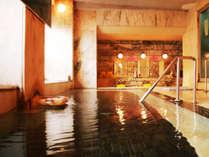 【男湯】「総大理石風呂」で源泉かけ流しの温泉をゆっくりとおくつろぎください。