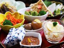 【夕食イメージ】地の物を使用した、季節感溢れる女将の手作りお膳です*