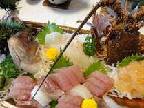 【学生さん・団体旅行におススメ!】真鯛、伊勢海老大漁盛★広々14畳5名以上8000円~★特典いっぱい♪