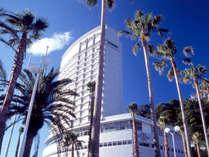 椰子の木が目印の白いランドマーク!熱海後楽園ホテル タワー館