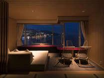 エクセレンシィルーム一例。窓際に寛ぎスペースをご用意しています。