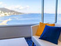 エクセレンシィラージルーム一例。洋室タイプ、窓からの景観は相模灘と熱海市街が一望♪