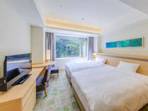 コートヤードルーム(ツイン)。緑と木漏れ日をイメージした安らぎが自慢のお部屋。