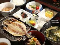 【朝食】(一例)体に優しく、ヘルシーな内容の全8品和食膳,静岡県,牧水荘 土肥館