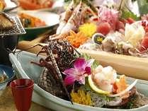 【夕食】「潮騒(しおさい)膳」地魚の姿造りとお一人様ごとにイセエビとアワビ付,静岡県,牧水荘 土肥館