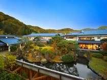花月亭の自慢の300坪の日本庭園。