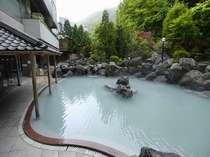 日本最大級の露天風呂、この写真はそのごく一部です。
