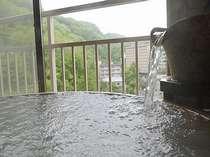 <展望風呂付和洋室一例>外の景色を見ながらゆったりとあなただけの温泉をお楽しみいただけます。