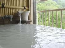 <展望風呂付和洋室一例>のんびりとあなただけの温泉をお楽しみいただけます。
