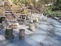 まほろばから歩いて40分ほどで天然の足湯があります★