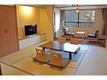 和室10畳 リニューアルした和室 落ち着きの色味のお部屋。禁煙室もございます。