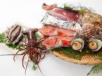 *【夕食】海鮮炭火焼デラックスプラン(一例)。伊勢海老、アワビの付いた一押しプランです!