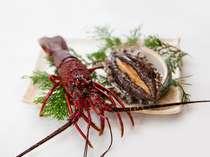*【夕食】伊勢海老&アワビ(一例)活伊勢海老と活アワビをセットで楽しめます。