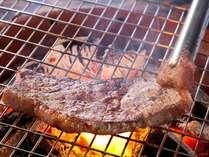焼きあがるステーキの香りも絶品♪