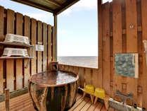 *【貸切露天風呂②】陶器の質感と眼下に広がる絶景相模湾をお楽しみください。