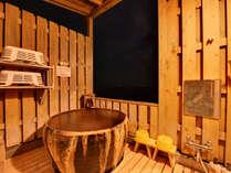 *【貸切露天風呂②(夜)】静かな夜には潮騒のBGMが心地よいひと時をお手伝いしましす。