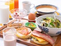 フレッシュ野菜と厚切りベーコンの食べごたえが魅力♪ 朝ご飯をしっかり食べて元気に!