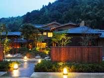 【外観】大型旅館が建ち並ぶ玉造温泉にあって名家のお屋敷のような平屋造りがひときわ目を引きます※