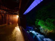 2015年4月オープン「せせらぎの湯 和」大きな開口から望む湯瀬渓谷の自然を存分に感じてください。