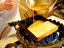 朝食では職人がこだわって作ったふわふわの厚焼き玉子などその他創作料理をご提供!