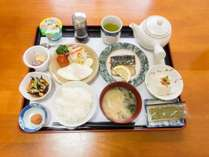 *【朝食一例】和定食をお部屋にお運びいたします