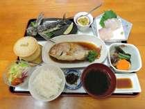 *【夕食一例】地元の食材を使った「屋久島地魚料理」