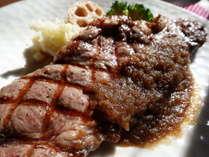 甲州ワインビーフを使用した贅沢なサーロインステーキ特製オニオンソース