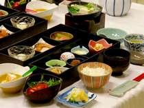朝食には、体に優しい和定食をご用意致します。(一例)