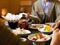 【部屋食】調理長自慢の「和食会席膳」はお部屋で寛ぎの時間と共にご堪能下さい。