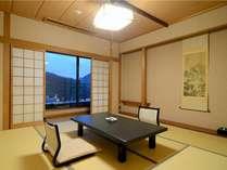 特別室1303号室「和室6畳」~ニ部屋に分かれた純和風の寛ぎ空間。夜更かし組がいてもこれなら安心です。