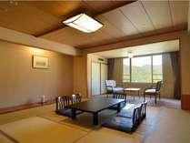 和室12畳~大人数でのお泊りに。ゆとりの広さで会話も弾む。皆で枕を並べて眠る夜は格別の思い出に。