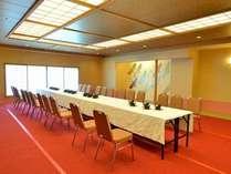 昼の宴会場は、会議そのものはもちろん、会合の休憩場や待機部屋として利用できる利点もある