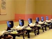 個室宴会場なら楽しい宴も周りを気にせず満喫。お部屋に帰ればお布団が敷かれているのも個室宴会の魅力。