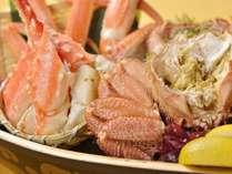【10月~】≪蟹三種舟盛り付き≫夕食を豪華に♪ 夕食は居酒屋『三段重』~杏の菜箱~