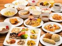 昼食は種類豊富なランチビュッフェ(イメージ)