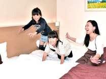 広くてきれいなお部屋に子供達も大喜び♪ 注)イメージ写真です。お部屋での跳躍はご遠慮ください。