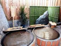 ペアの五右衛門風呂がレトロで新鮮。こちらも貸切専用(無料)