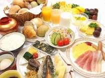 1日の始まりは朝食から・・・和洋あわせて30種類のバイキングをご用意いたしております。