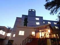 *高台に位置する当館は、全室オーシャンビューという最高のロケーション!