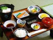 ★朝食★出来たてホカホカが嬉しい和食をお食事処にてご用意致します。
