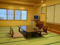純和風の客室は2010年にリニューアル。皆様でのんびりと風情のある一時をお過ごし頂けます。(写真は一例)