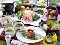 季節の創作会席一例。天領もち豚のしゃぶしゃぶや、旬の食材を使った約13品の会席料理