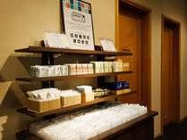 ★選べるアイテム★ロビーでは、お茶やコーヒーをはじめ、アメニティアイテムを専用コーナーにご用意。